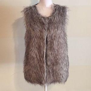 Evan Picone gray faux fur zip vest w/ pockets Sz M